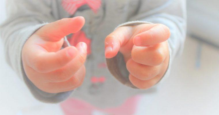 Signer avec bébé pour communiquer avant de parler