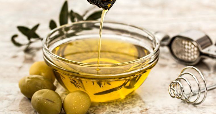 Et si l'huile végétale devenait notre meilleur démaquillant ?